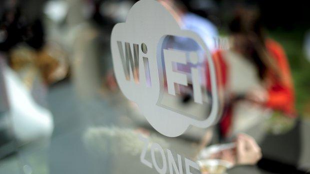 Zo werk je veilig op de wifi van koffietentjes