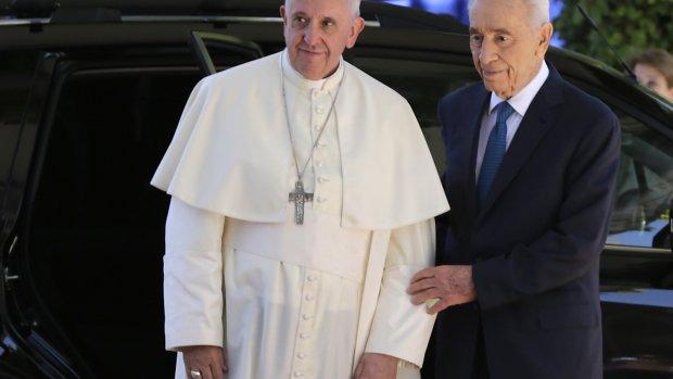 Peres en Abbas bidden op 8 juni voor vrede
