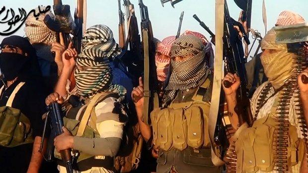 IS executeert 50 mannen, vrouwen en kinderen publiekelijk