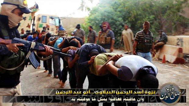 Gruwelijke foto's vermeende massa-executie ISIS