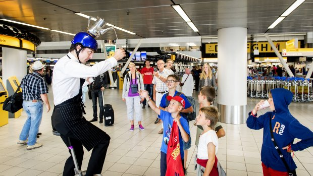 Schiphol stopt entertainment voor reizigers