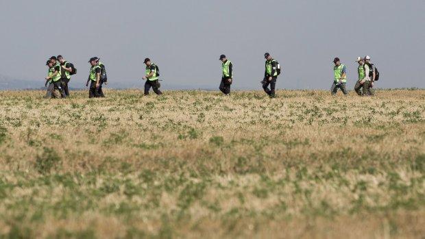 Agenten halen MH17-koffers op in dorp