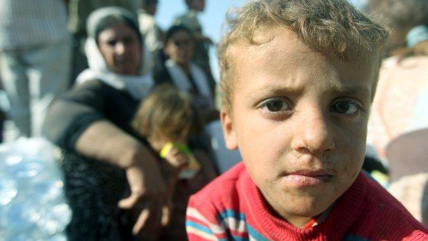 Nederland helpt yezidi's met water, eten en dekens