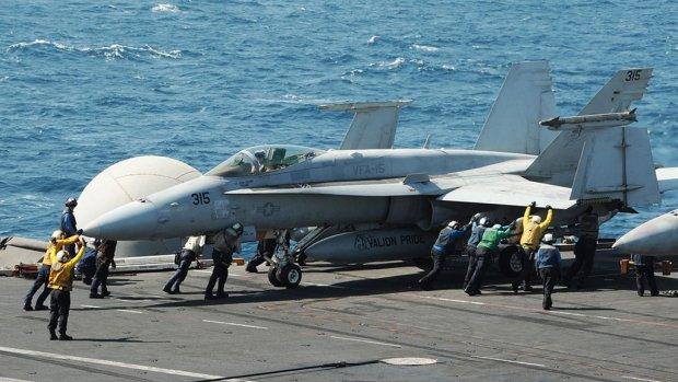 Amerikaanse bommen en voedseldroppings in Noord-Irak