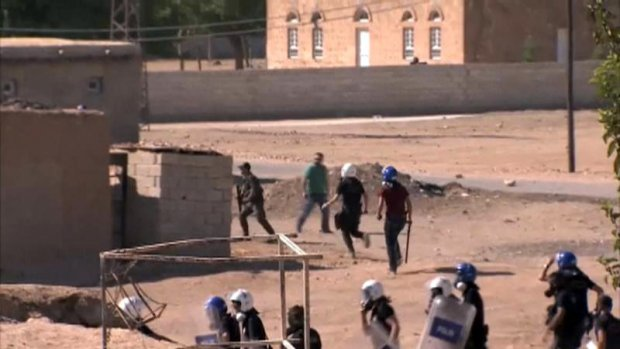 Koerden die willen vechten tegen IS, botsen met Turkse politie
