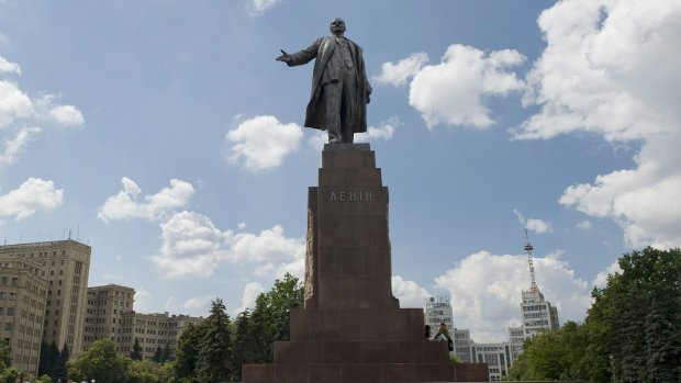 Lenin wil voorkomen dat Hitler burgemeester wordt in Peru