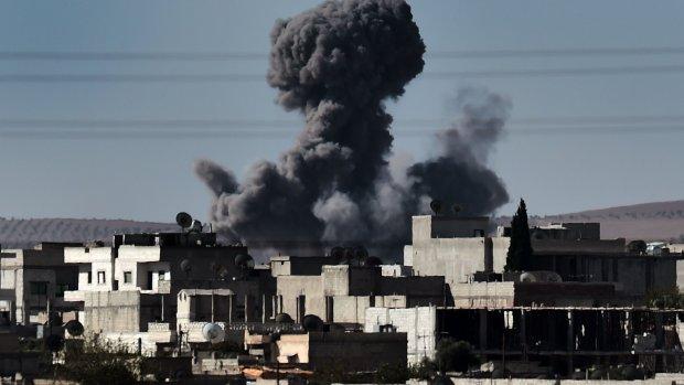 Nieuwe luchtaanvallen op IS bij Turkse grens