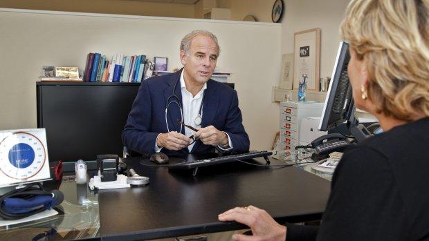 Zorgeconomen: 'Deel patiënten in financiële problemen door te ingewikkeld zorgsysteem'