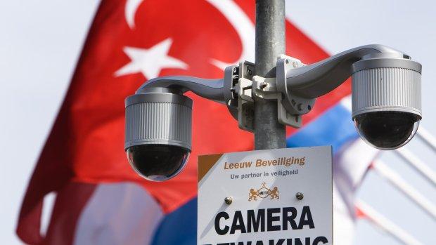 Moskeeën schakelen burgerwacht in na bedreigingen