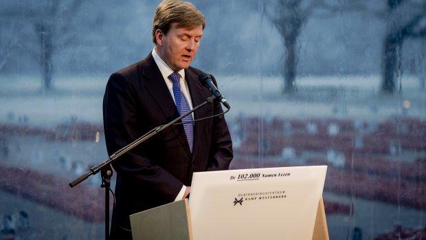 Koning leest namen Holocaust-slachtoffers voor
