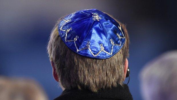 Koning Willem-Alexander met keppel bij Holocaust-herdenking