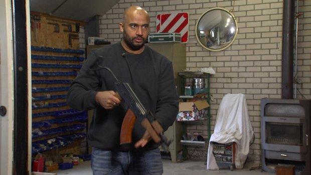 Opstelten verontrust door aanschaf Editie NL-kalasjnikov