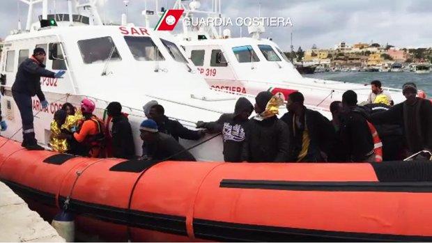 'Vluchteling krijgt pas bescherming ná gevaarlijke zee'