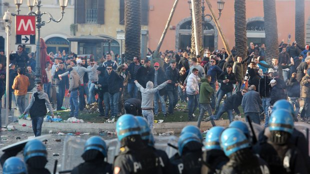 Cel en taakstraffen voor rellende Feyenoordfans in Rome