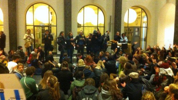Studenten Maagdenhuis eisen aftreden bestuur