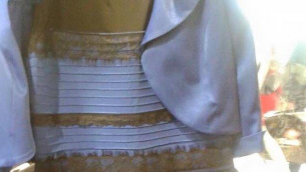 Is deze jurk wit? Of toch blauw?