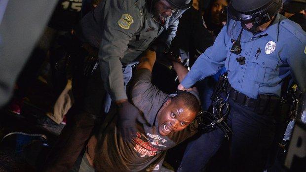 Twee agenten neergeschoten bij protest Ferguson