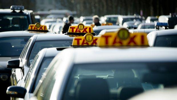 Uber buigt voor kritiek: pas voor chauffeurs verplicht