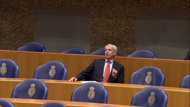 Alleen voorzitter feliciteert Kamerparia Houwers