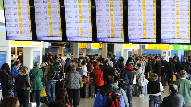 600 veldbedden op luchthaven Schiphol voor gestrande reizigers
