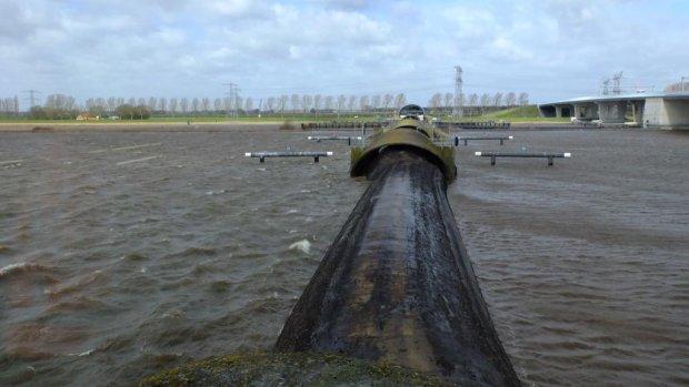 Drie waterkeringen dicht vanwege storm