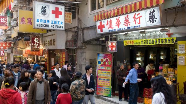 China legt shoptripjes naar Hongkong aan banden