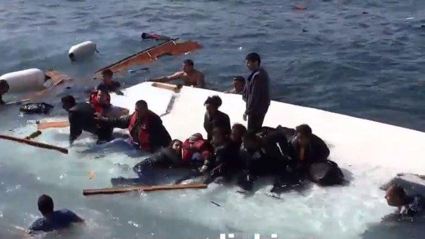 Weer boot met vluchtelingen in problemen, zeker drie doden