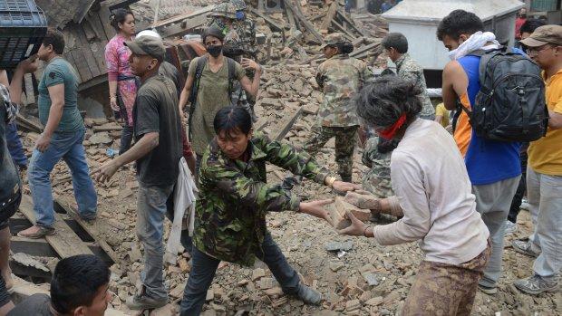 Meer dan 1100 doden bij aardbeving Nepal