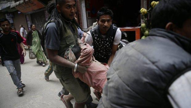 'Meer dan 100 doden in Nepal door zware beving'