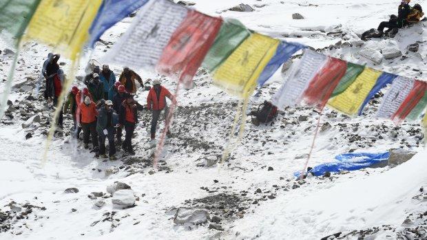 Nieuwe lawines en schade door naschok Nepal