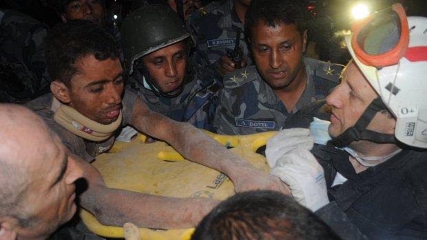 Nepalees na 80 uur levend onder puin gevonden