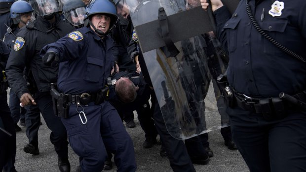 Justitie onderzoekt 'excessief politiegeweld' Baltimore