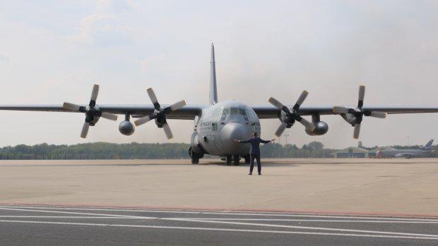 Aankomst laatste kisten MH17