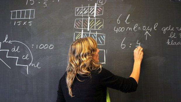 Scholen zetten te veel leraren zonder diploma voor de klas