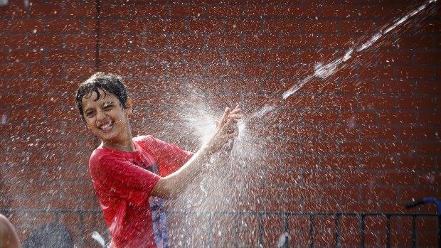 Grote vraag naar water: Vitens roept op tot zuinigheid