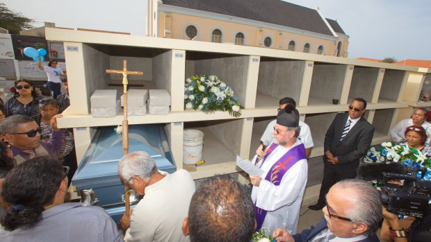 Mitch Henriquez begraven op Aruba