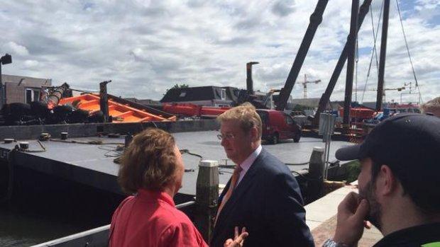 Minister Van der Steur bezoekt ravage Alphen