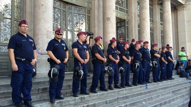 Hongarije stuurt extra agenten naar plein Boedapest