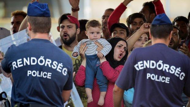 Waarom staan al die vluchtelingen ineens in Boedapest?