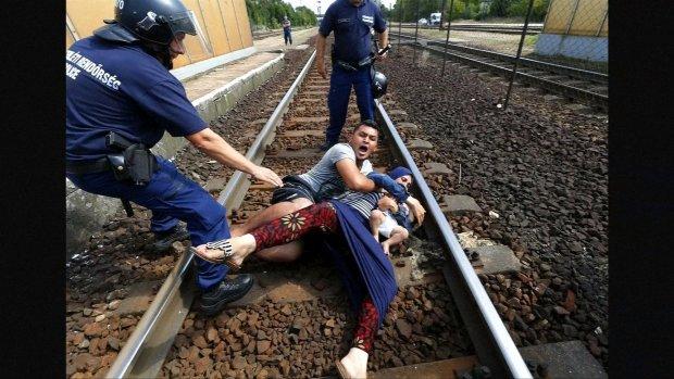Vluchtelingen in paniek: 'Geen kamp, geen kamp'