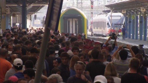Trein vol vluchtelingen vertrokken uit Boedapest