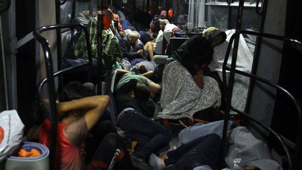 Eerste bus vluchtelingen in Oostenrijk
