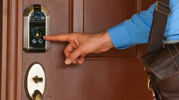 Een slim deurslot dat checkt wie er voor je deur staat