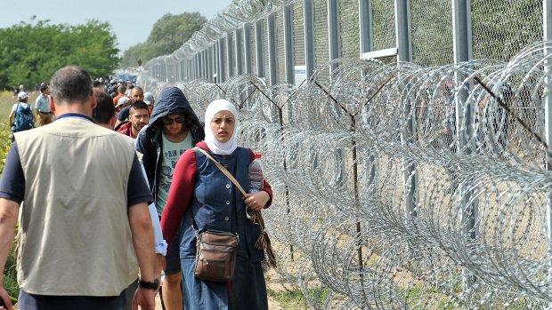 Hongaars hek dwingt vluchtelingen tot gevaarlijke route