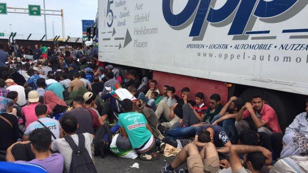 Chaos aan de grens: Hongarije kondigt crisistoestand af