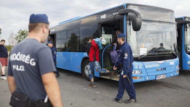 Verontwaardiging om snel doorsluizen vluchtelingen
