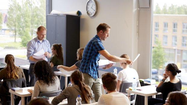 Onderzoek eindexamens: scholen die investeren in leraren scoren beter
