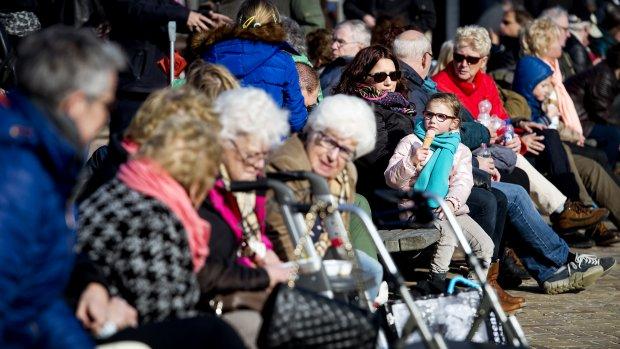 Pensioenfondsen zakken dik onder wettelijk minimum
