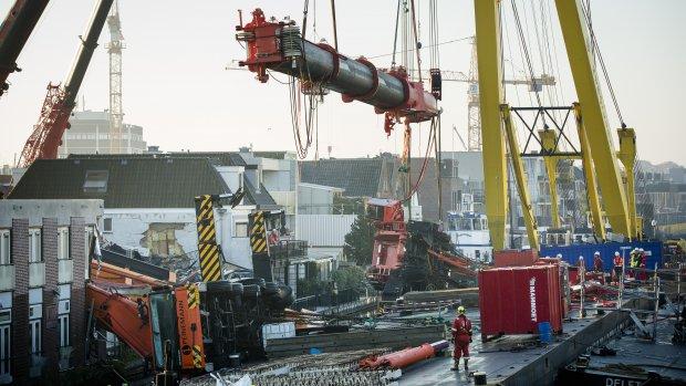 700 ton aan kraanonderdelen weggetakeld
