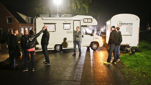 Woedende inwoners Oranje blokkeren weg naar asielzoekerscentrum